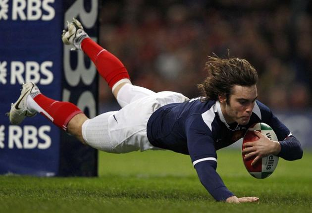 Alexis Palisson scores France's first try