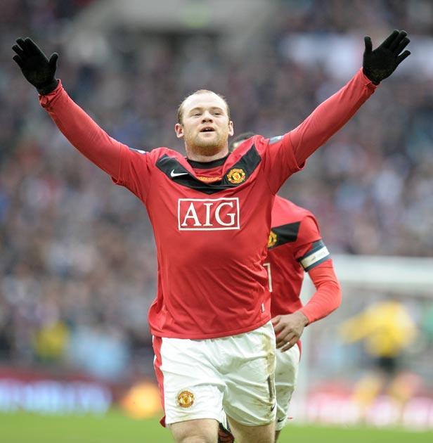 <b>MANCHESTER UNITED</b><br/> <i>Substitutes</i><br/>  <b>Rooney</b> (for Owen, 42) 8;<br/>  <b>Neville </b>(for Rafael, 66) 5;<br/>  <b>Gibson</b> (for Park, 85) 4.