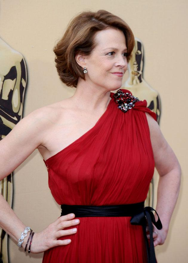 Sigourney Weaver - Lanvin. Sigourney Weaver is a goddess and it therefore makes sense to dress her like one. Resisting the urge to match is normally a golden rule of the red carpet and it is true that, for her big entrance, Ms Weaver is just the same colo