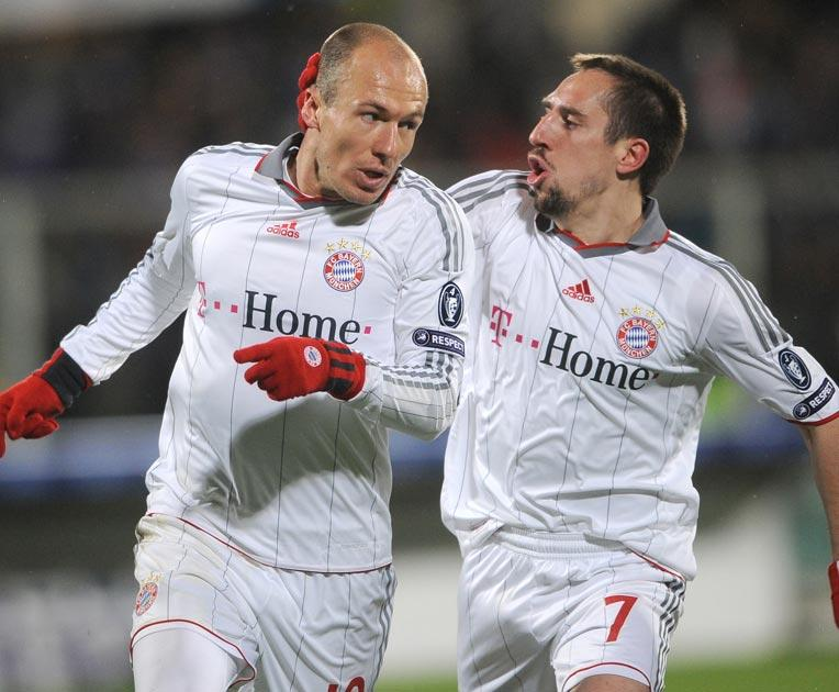 Arjen Robben (L) celebrates with team mate French midfielder Franck Ribery after scoring against Fiorentina