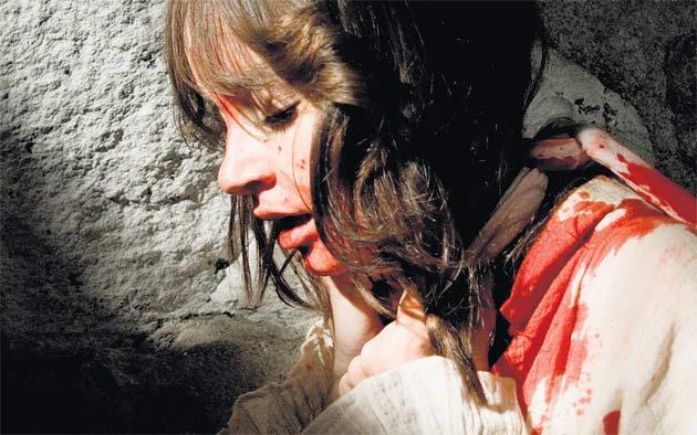 Jocelin Donahue wishes she hadn't taken the babysitting job in 'The House of the Devil'