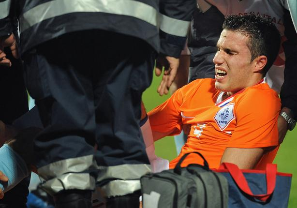 Arsenal's Robin van Persie could return for the North London derby on 14 April