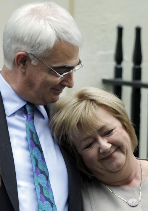 Alistair Darling and his wife Maggie outside No 11 before the Budget was delivered on Wednesday