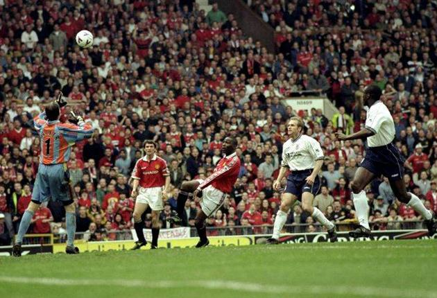 Andy Cole scores the goal for Manchester United against Tottenham that clinched the 1998-99 Premier League title