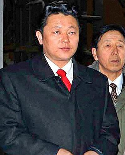 This picture of Kim Jong-un appeared in the North Korean newspaper 'Rodong Sinmum', but is it really him?