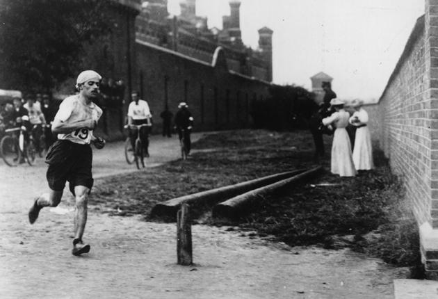 Runners in the 1908 Olympics