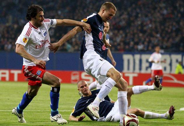Hamburg's Ruud van Nistelrooy competes with Brede Hangeland during the UEFA Europa League clash between Hamburg and Fulham
