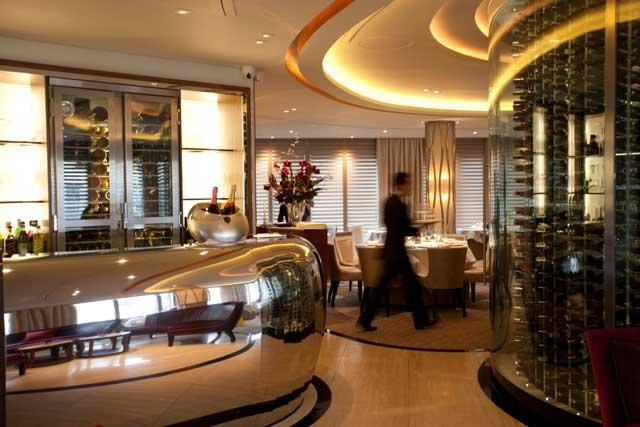 Pétrus has elements of discreet bling but overall its decor is expensively neutral and bland