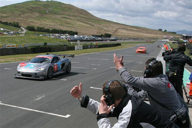 The Jones brothers' Ascari takes the win at Knockhill