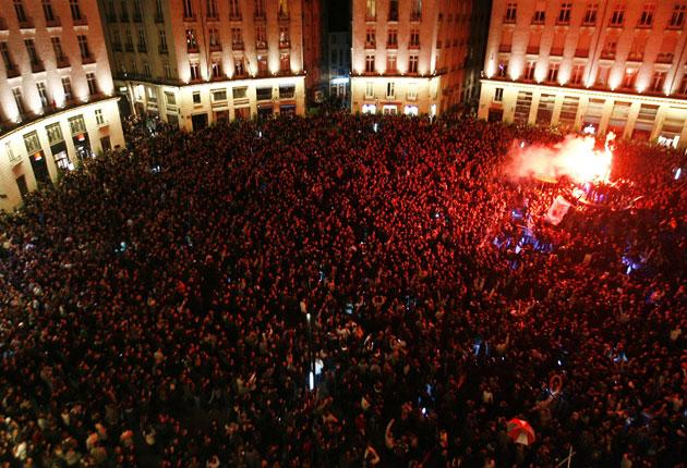 Thousands join a party in the centre of Nantes this week, in defiance of a city law that prohibits drinking in the streets