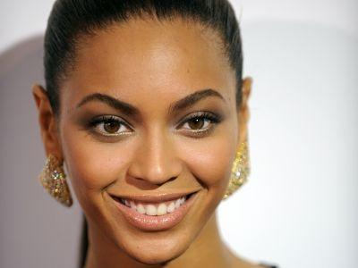 Glastonbury signs on Beyoncé Knowles for its closing act.