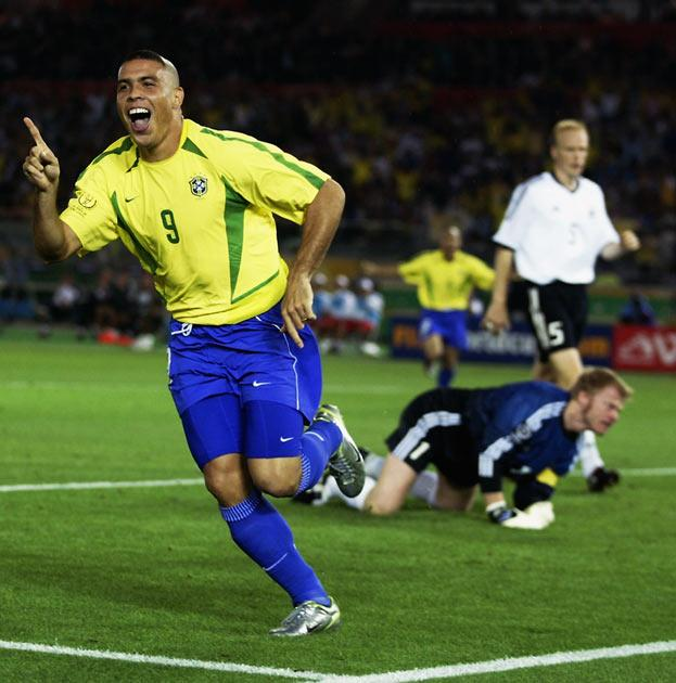 <b>13. Ronaldo's comeback</b><br/> The 1998 World Cup final was overshadowed by the strange circumstances surrounding Ronaldo's inclusion in the starting line-up. After a wonderful tournament, it was a sad end. So when the next tournament came around, Ron