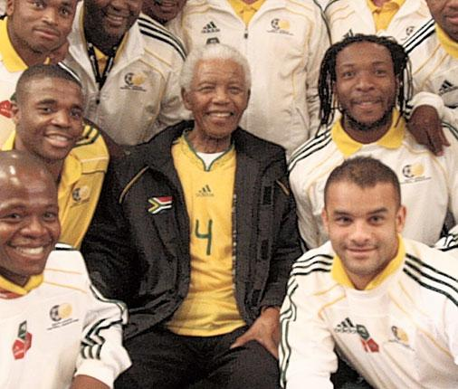 Nelson Mandela met the South Africa World Cup squad in a bid to inspire the hosts before the tournament