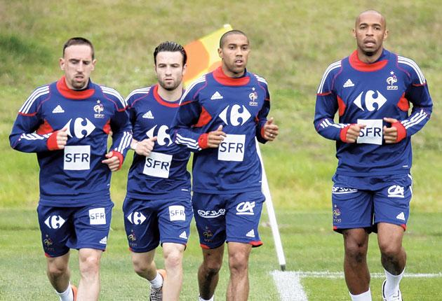 France's Frank Ribery, Mathieu Valbuena, Gael Clichy and Thierry Henry train in Knysna