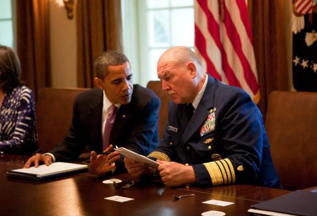 President Barack Obama with Admiral Thad Allen, right, at a cabinet meeting to discuss the response to the crisis