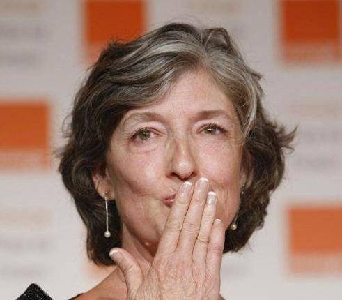 Barbara Kingsolver accepts the 2010 Orange Prize for Fiction award