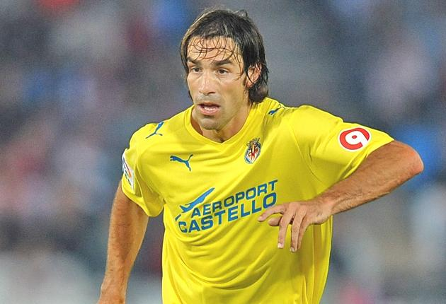 Robert Pires in action for Spain's Villarreal