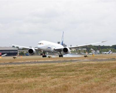 Lighter and faster - Boeing's new 787 Dreamliner touches down at Farnborough in the United Kingdom