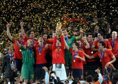 Spain's defender Sergio Ramos (C) raises the trophy as Spain's national football team players celebrate winning the 2010 World Cup football