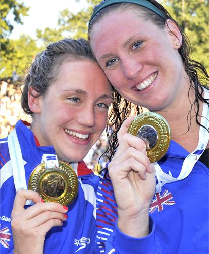 Lizzie Simmonds and Gemma Spofforth show off their medals