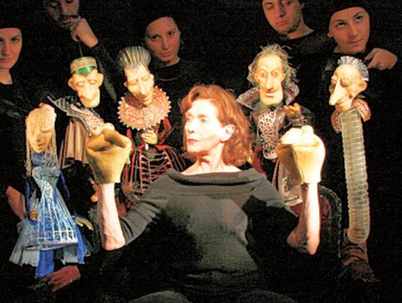 Shakespeare in glove: 'My Hamlet'