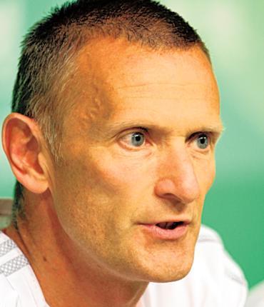 England's chef de mission, Craig Hunter, advised athletes to take their own medical kits to Delhi