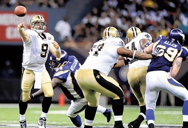 Drew Brees passes the ball during New Orleans' victory over Minnesota