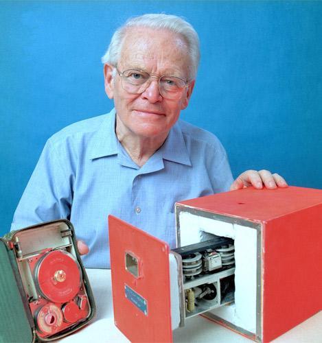 Australian scientist David Warren with his flight data recorder