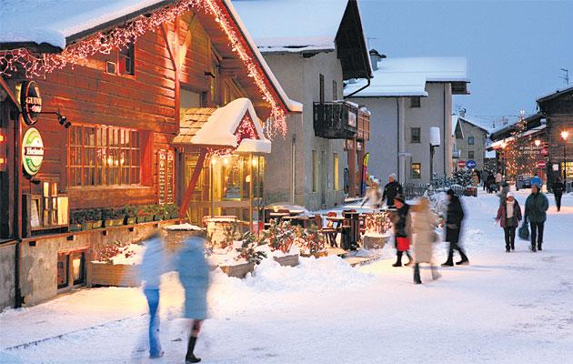 Night delight: evening shopping in Livigno