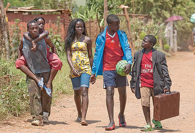 Africa United tells the story of three Rwandan children who travel across Africa in the hope of taking part in the opening ceremony of the 2010 World Cup