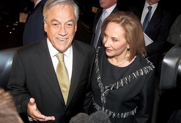 Sebastian and Cecilia Piñera in London last night, with rocks from the San José mine