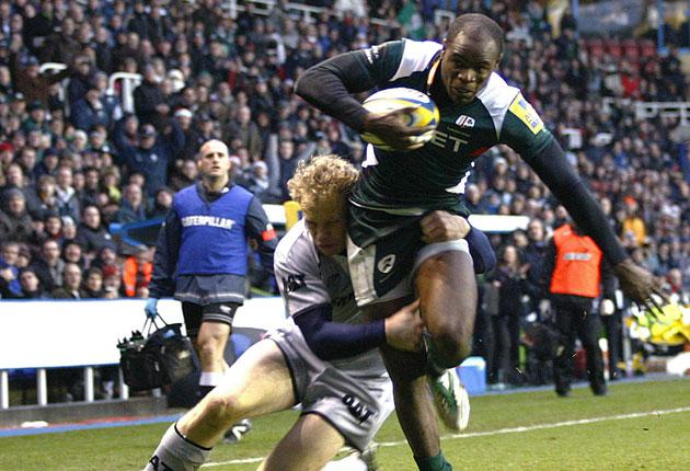 London Irish wing Topsy Ojo goes over to score his team's only try against Leicester Tigers