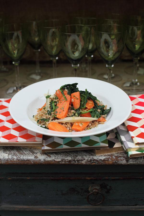 Delicious and satisfying: Brown rice with carrots and spinach
