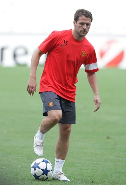<b>Michael Owen</b><br/> Another player linked with Villa to have played under Houllier before is Manchester United striker Michael Owen. As always, the former England striker has suffered badly from injury this season so any move would be a risk. But des
