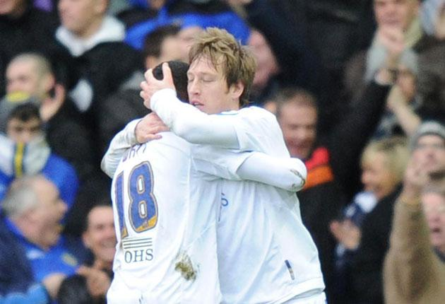 Leeds United's Luciano Becchio (right) is congratulated by team-mate Sanchez Watt