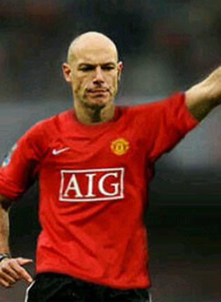 The mock-up of Howard Webb in a United shirt from Ryan Babel's tweet