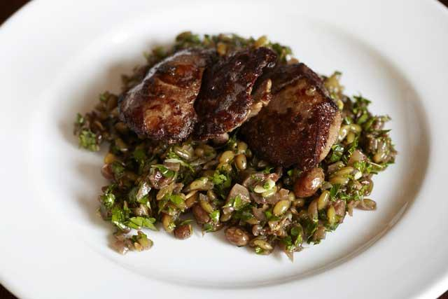 Griddled chicken livers with freekeh salad