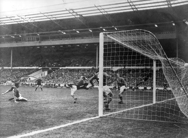 Young scores the winning goal in the 1969 FA Cup final against Leicester