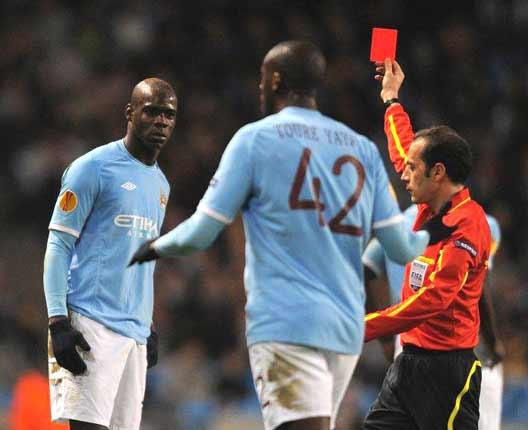 Manchester City's Mario Balotelli is sent off by referee Cuneyt Cakir