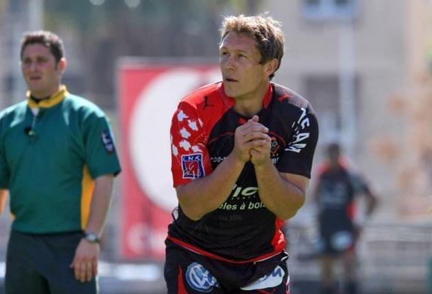 Jonny Wilkinson will start at fly-half for Toulon against Perpignan today