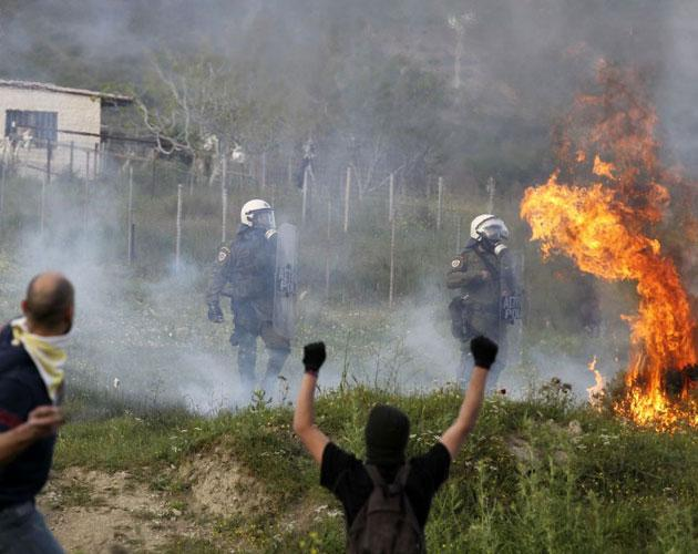 Protesters attack riot police with gas bombs and stones during clashes in the town of Keratea