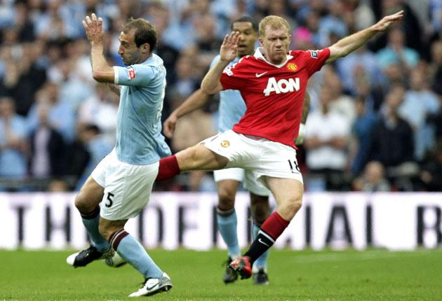Paul Scholes earns his red card with a flying challenge on Pablo Zabaleta