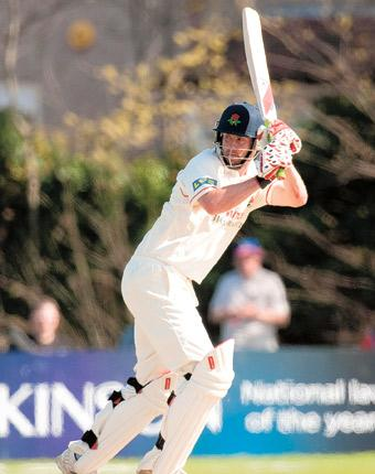 Tom Smith's 89 ensured a healthy first-innings lead for Lancashire