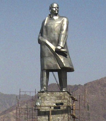 The statue, the largest image of the founder of the Soviet state in Central Asia, is being moved to a new location on the fringes of Khujand