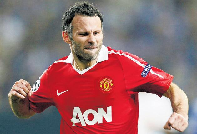 Manchester United's veteran winger Ryan Giggs celebrates opening the scoring against Schalke