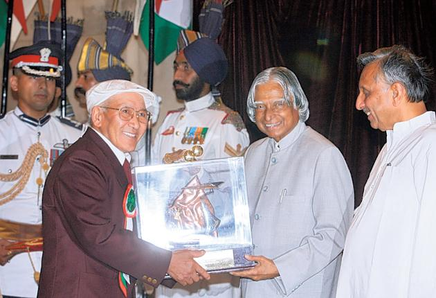 Gombu, left, receives a lifetime achievement award in 2006 from the Indian president Abdul Kalam