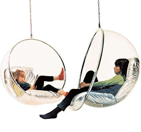 The Finnish designer, Eero Aarnio, invented the Bubble chair