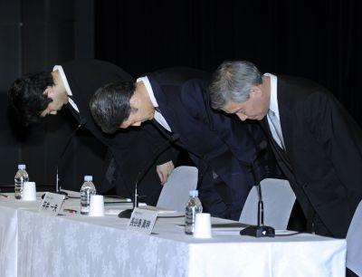 Sony Computer Entertainment president Kazuo Hirai (C) and executives Shiro Kambe (L) and Shinji Hasejima apologize at a May 1 2011 press conference for the theft of personal data from the PlayStation Network