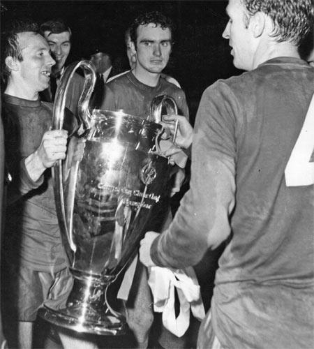 Nobby Stiles with the European Cup after victory over Benfica in 1968