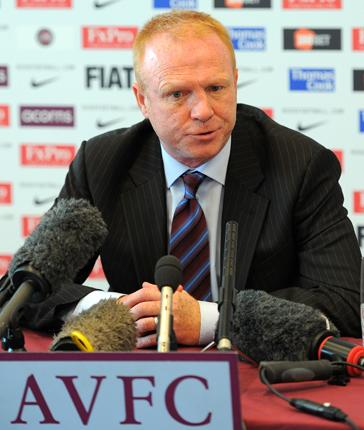 Sir Alex Ferguson has urged Villa fans to back Alex McLeish when he becomes their new manager